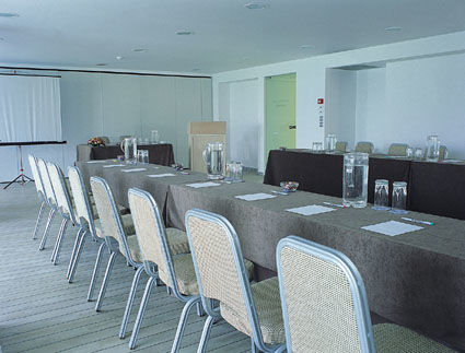 Conference_room_01